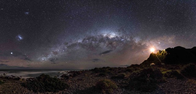 Astronomy Picture of the Year 2013 - A hydrogen filled sky - our Milky Way galaxy from New Zealands North Island
