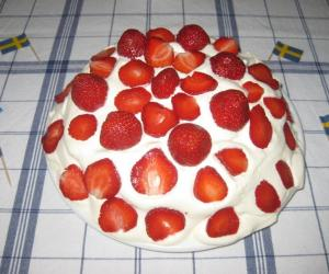 Swedish Midsummer strawberry cream sponge cake ... YUM 2