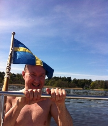 Brady Bathing - 1300 Sun 8 May 2016 glacial lake Ekoln, Sweden, fantastic planet Earth 2